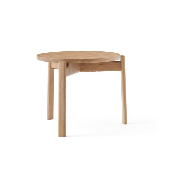 Der Passage Lounge Tisch von Menu in Eiche natur, Ø 50 cm