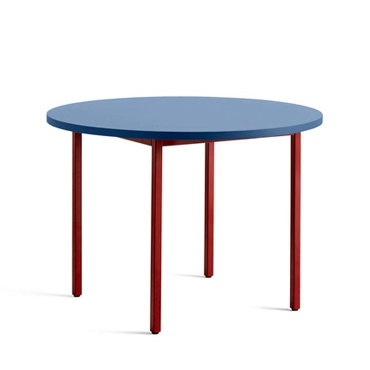 Two-Colour Esstisch Ø 105 cm von Hay in runder Ausführung in der Farbe blau / dunkelrot