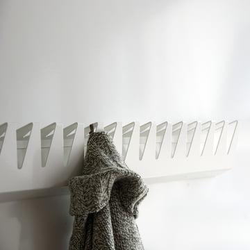 schindlersalmerón - Kleiderleiste K/02, 200cm - mit Strickjacke