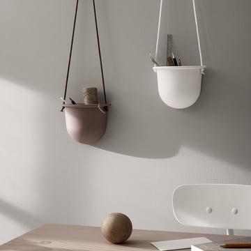 Der Hanging Vessel hängender Keramikblumentopf von Menu