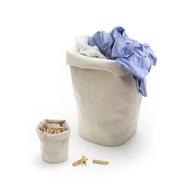 Behälter für Wäsche und Wäscheklammern
