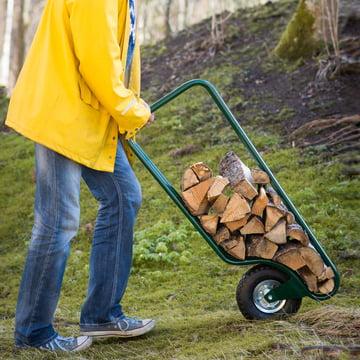 Einfaches Transportieren und Lagern von Brennholz