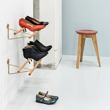 Shoe Rack und Button Stool von We Do Wood