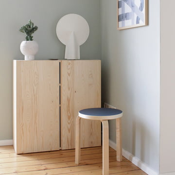 Hocker 60 von Artek in der Nordic Winter Variante