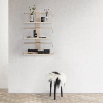 Das Andersen Furniture - Wood Wall Hängeregal, Eiche zu mehreren an der Wand platziert