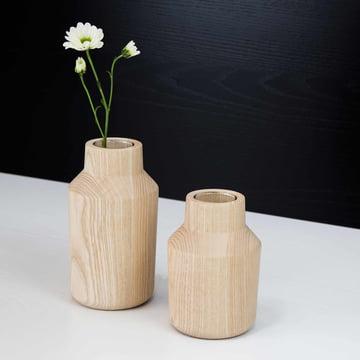 Die kommod - Klava Vase, esche (2er-Set) mit Blumen
