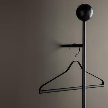 Pujo Garderobe und Kleiderbügel von ferm Living