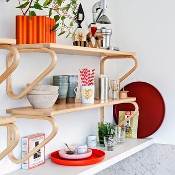 Die Vitra - Trays, rot (3er-Sets) im Küchenregal