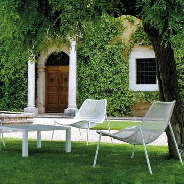 Emu - Round Serie, Lounge Sessel und Tisch im Garten