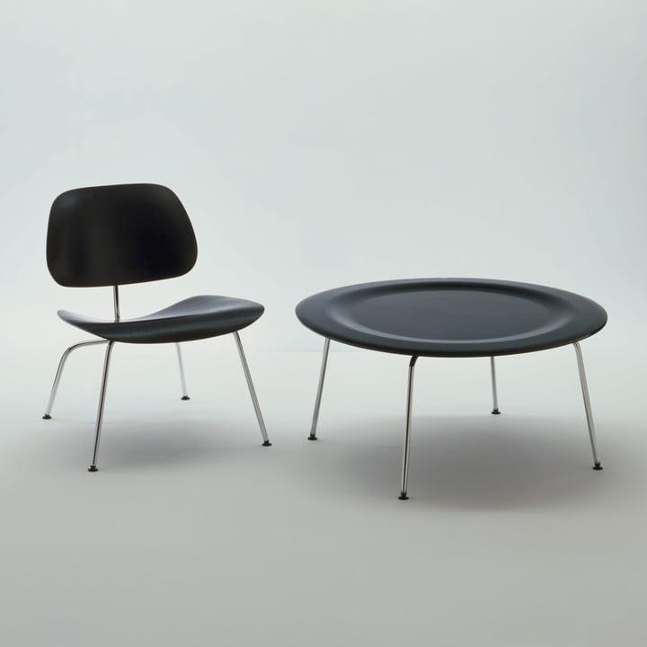 Der Vitra - Plywood Group CTM (Coffee Table Metal) und DCM Stuhl