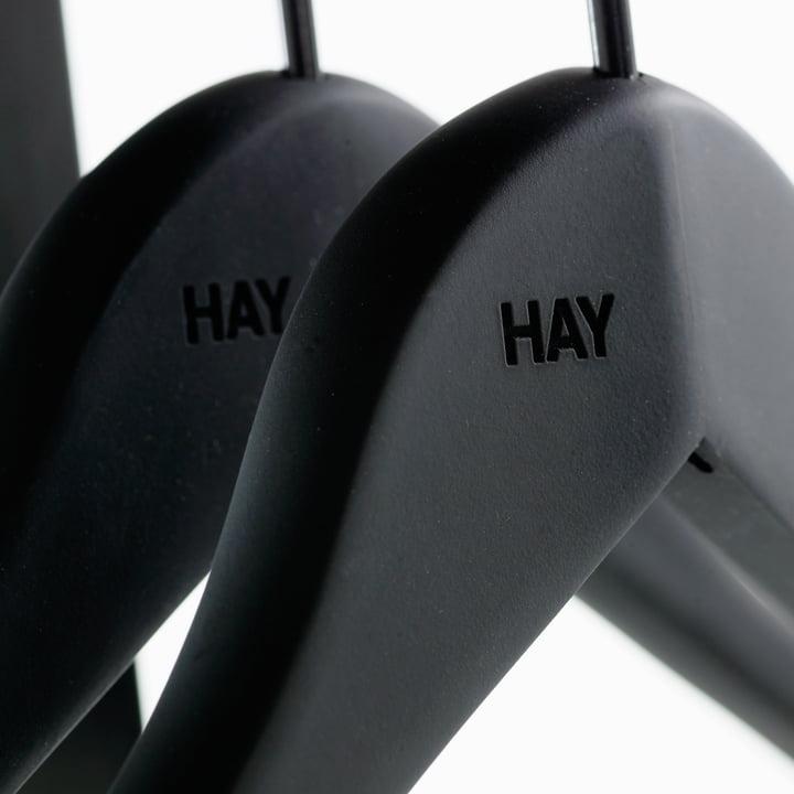 Der Soft Coat Slim Kleiderbügel von Hay mit Gummibeschichtung