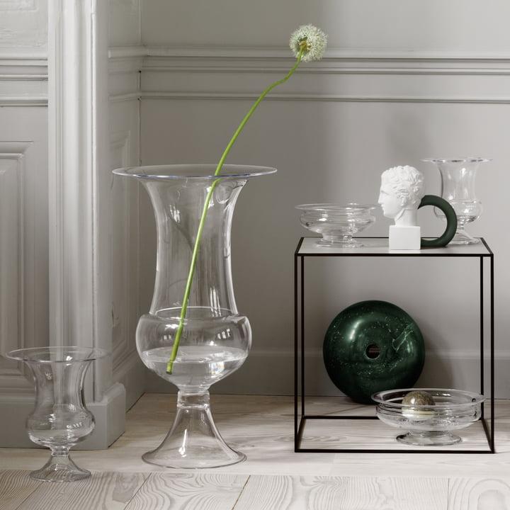 Die Old English Bodenvase mit weiteren Vasen der Serie