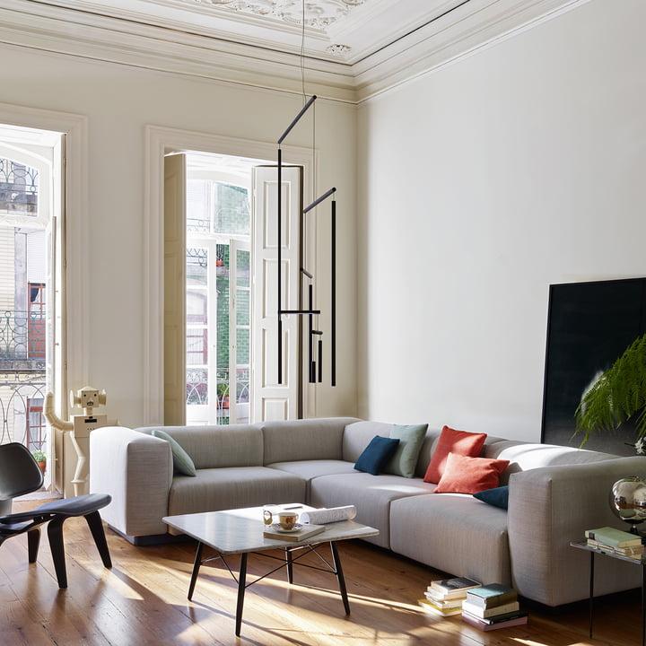 Bodennahes und horizontal ausgeprägtes Sofa