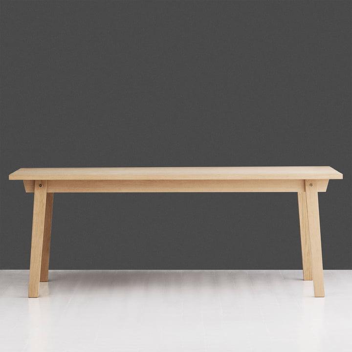 Tisch in klassischer skandinavischer Optik