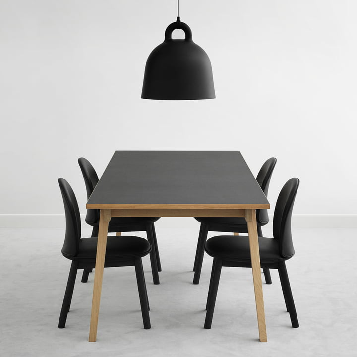 Ace Chair Leder und Slice Table Linoleum mit Bell Pendelleuchte