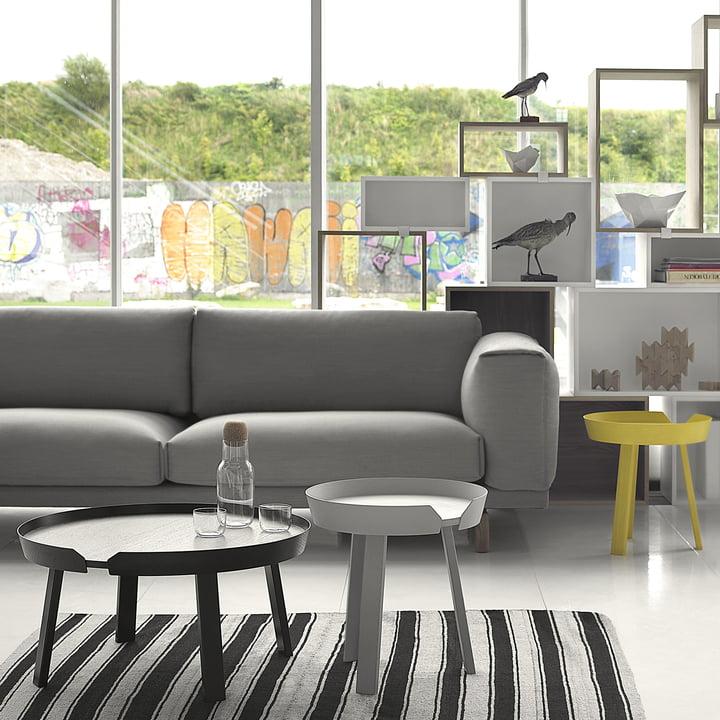 Around Couchtisch, Rest Sofa und Stacked Regal von muuto im Wohnzimmer