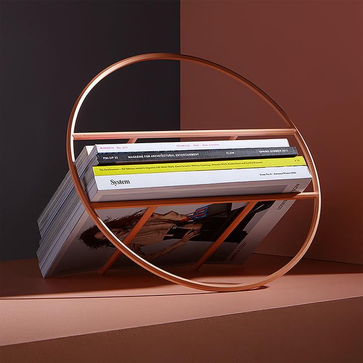 Der Umbra - Hoop Zeitschriftenhalter, kupferfarben mit Magazinen