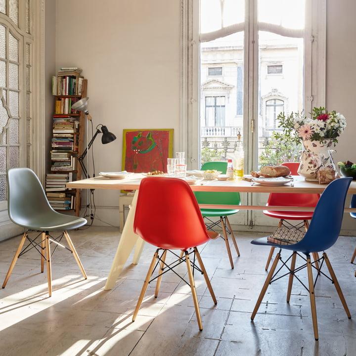 Eames Plastic Chair DSW mit farbiger Sitzschale